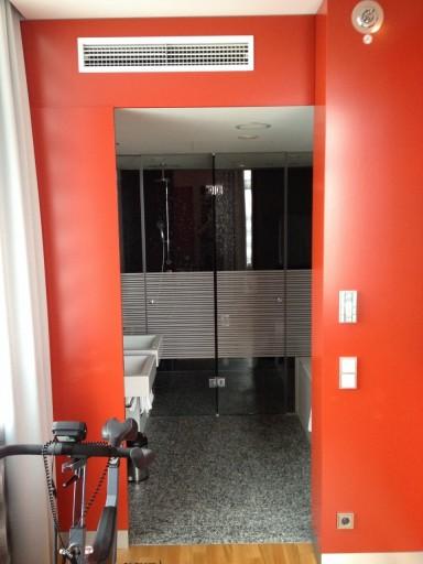 IC Berlin - Suite Bathroom Entrance