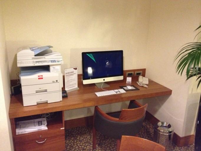 Bureau met 27 inch iMac