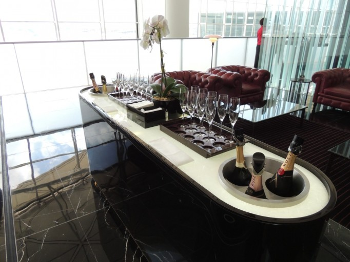 Cathay Pacific The Wing champagnebar