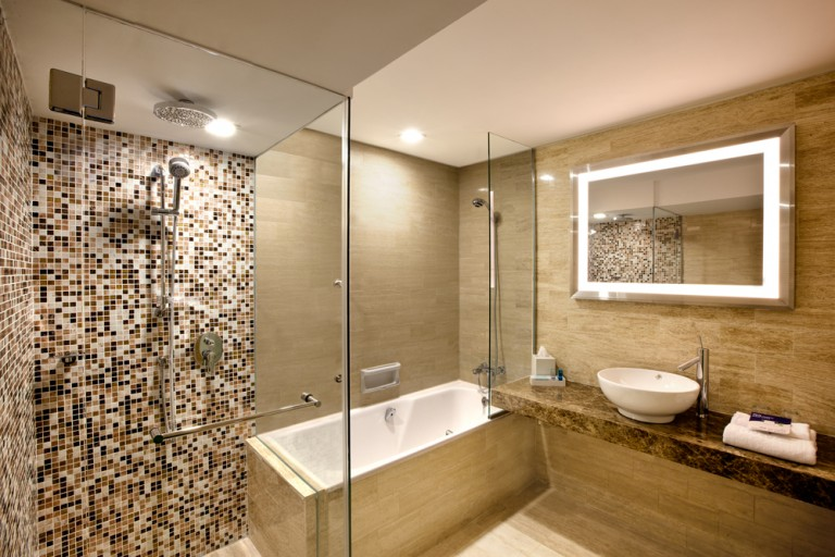Novotel---Superior-Room-(Bathroom)