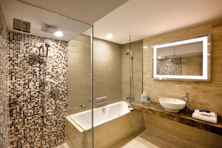 Novotel---Superior-Room-(Bathroom)