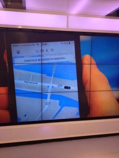 Uber Brandstore Amsterdam video schermen