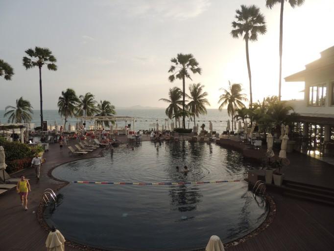 Pullman Pattaya Hotel G zwembad