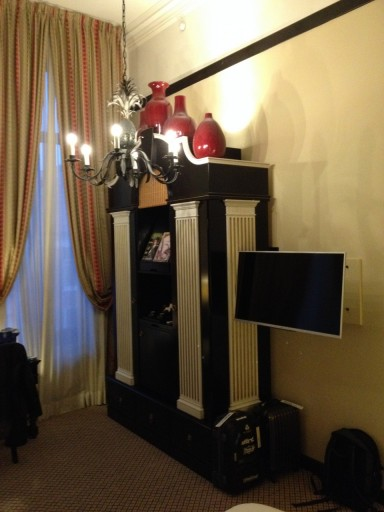 Garderobe kast met ingebouwde minibar