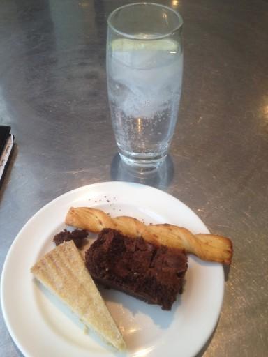 Selectie snacks en een typisch Britse Gin&Tonic