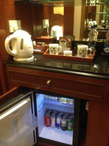 wat moet een beginnende alcoholicus met dergelijke minibar?
