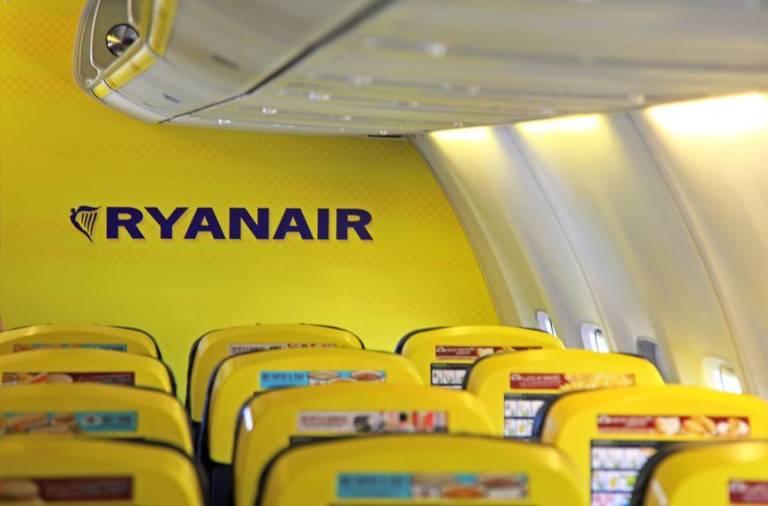 Het gele interieur van Ryanair