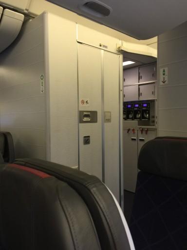Toilet Maincabin AA 777-300ER