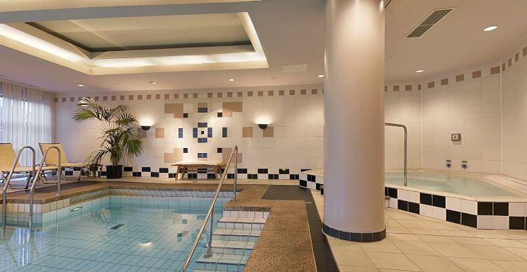 Hyatt Regency Keulen zwembad
