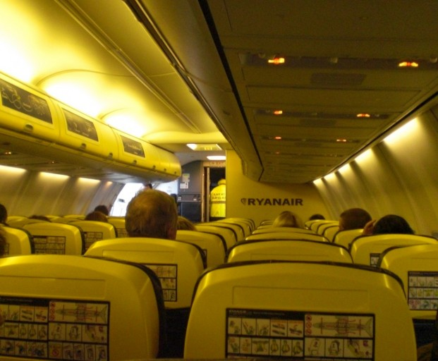 Nieuw interieur in toestellen van ryanair insideflyer nl for Interieur 737