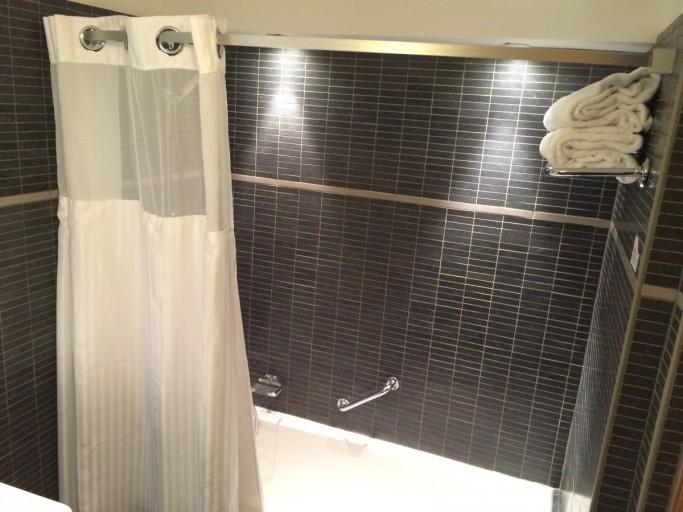 Een bad met douche, ik verkies toch liever een aparte douche