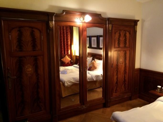 Authentieke houten kleerkasten