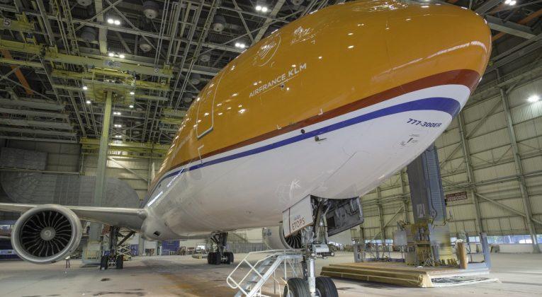 KLM 777 in oranje livery