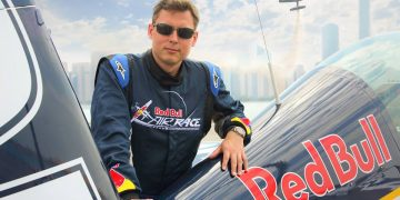 red bull air race piloot daniel ryfa