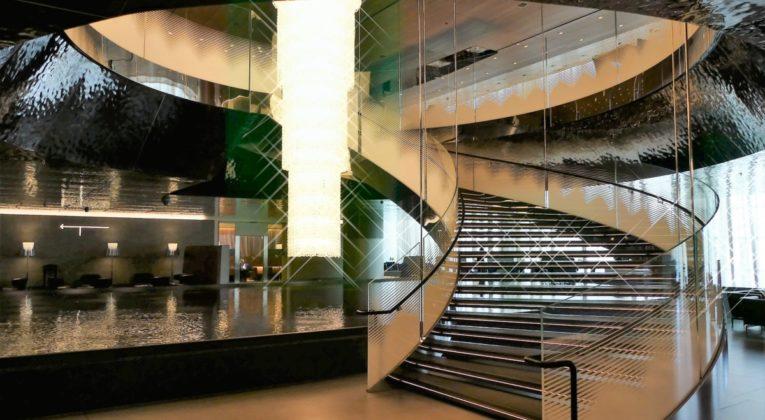 Review Qatar Airways Al Mourjan Business Lounge