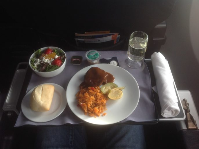 United Business Class meal, dinner United Airlines, United service 737-900