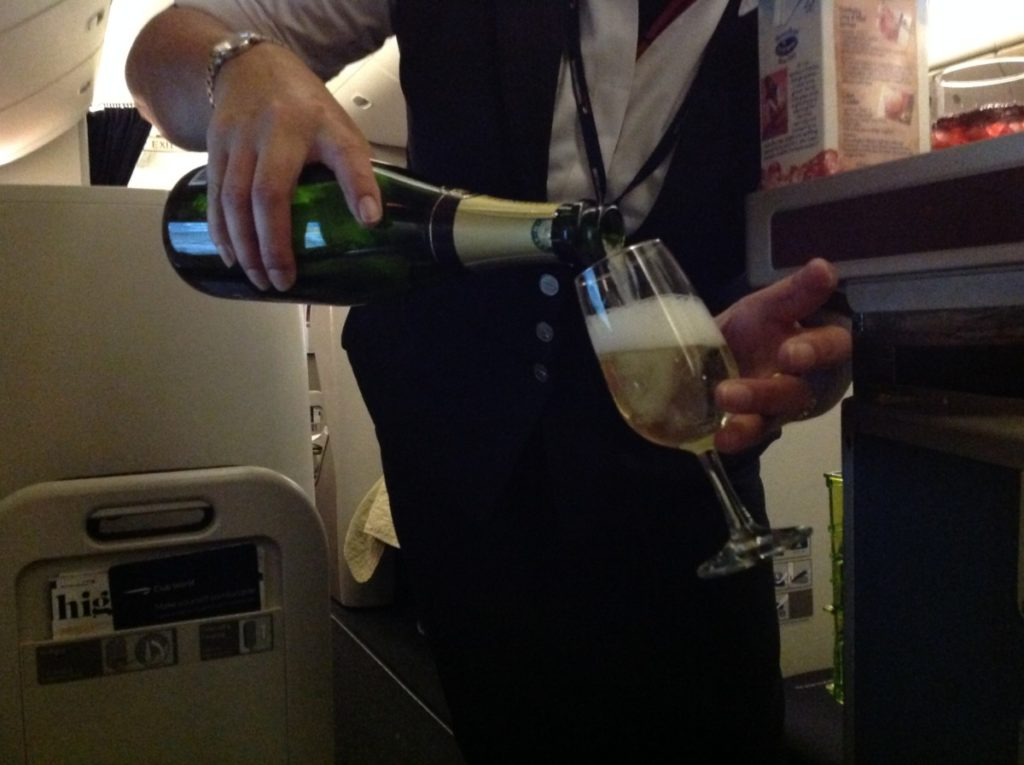 British Airways, Oneworld, British Airways ervaringen, Club World, Dubai, Review British Airways, British Airways catering, Business Class, Londen-Heatrow, Upgrade, Champagne