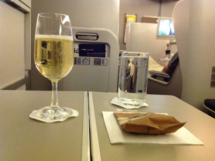 British Airways, Oneworld, British Airways ervaringen, Club World, Dubai, Review British Airways, British Airways catering, Business Class, Londen-Heatrow, Upgrade, Champagne met nootjes
