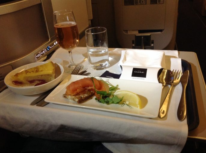 British Airways, Oneworld, British Airways ervaringen, Club World, Dubai, Review British Airways, British Airways catering, Business Class, Londen-Heatrow, Upgrade, Gerookte zalm, Castelnau Rosé Champagne