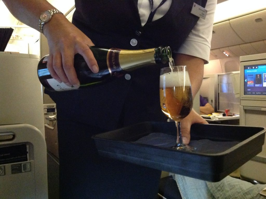 British Airways, Oneworld, British Airways ervaringen, Club World, Dubai, Review British Airways, British Airways catering, Business Class, Londen-Heatrow, Upgrade, Rosé Champagne, Castelnau