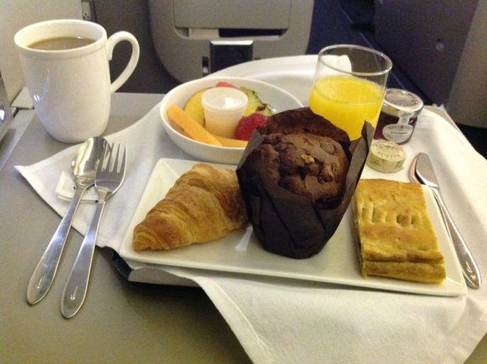 British Airways, Oneworld, British Airways ervaringen, Club World, Dubai, Review British Airways, British Airways catering, Business Class, Londen-Heatrow, Upgrade, Ontbijt, Ontbijt in vliegtuig, Ontbijt in business class
