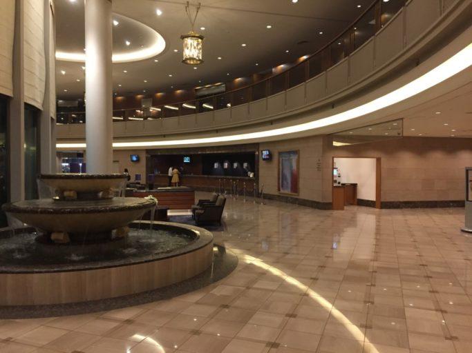 De lobby van Hilton Tokyo Narita