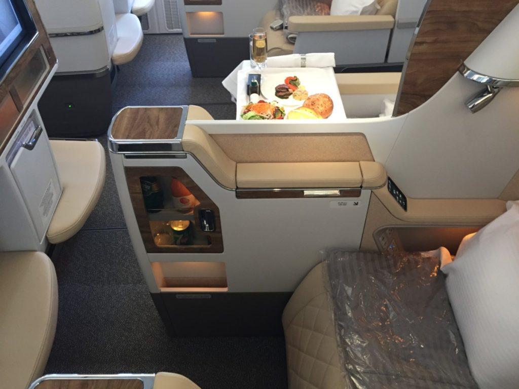 Insidelook nieuwe emirates business en economy class for Migliori cabine business class 2017