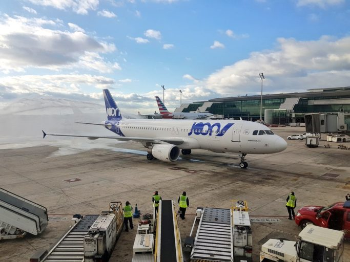 Airbus A320neo met Joon livery