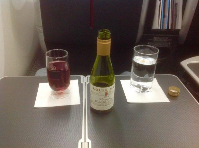 tokyo, business class, Haneda, Japan airlines, dreamliner, wijn