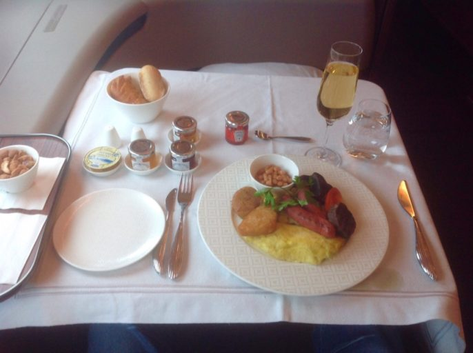 qatar airways, first class, ontbijt