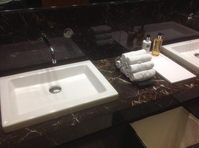 toilet, al safwa, lounge