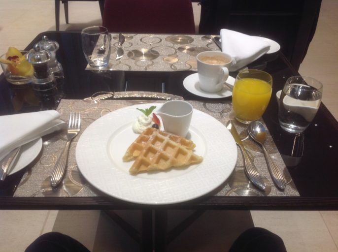 al safwa, lounge, qatar airways, ontbijt, wafel