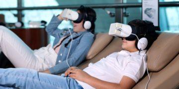Emirates start proef met headsets voor ultieme bioscoopervaring in lounges