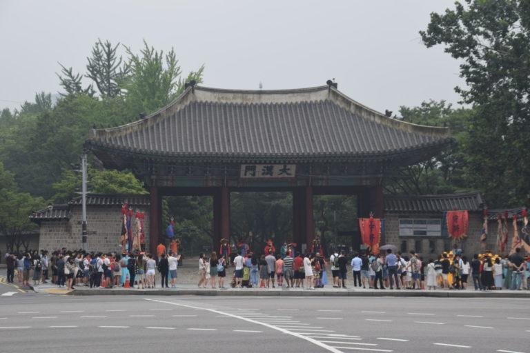 Wisseling van de wacht bij het Deoksugung Palace, Seoul