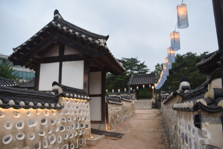 Traditionele verlichting in het Namsangol Hanok Village, Seoul