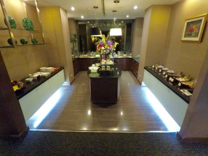 thai airways, royal first, lounge
