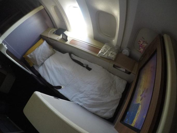 thai airways, boeing 747, royal first, turn-down service