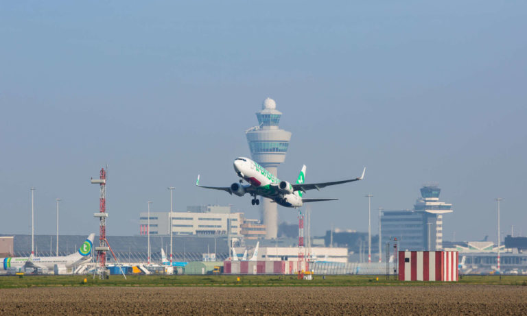 Toestel Transavia vertrekt vanaf Amsterdam Airport Schiphol (Foto: Transavia)
