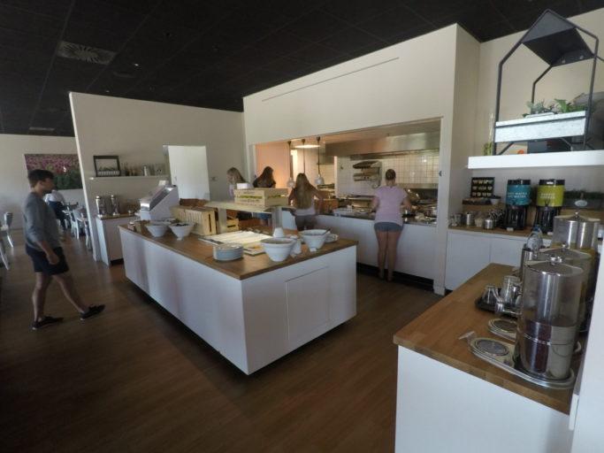 hilton, garden inn, leiden, ontbijtbuffet