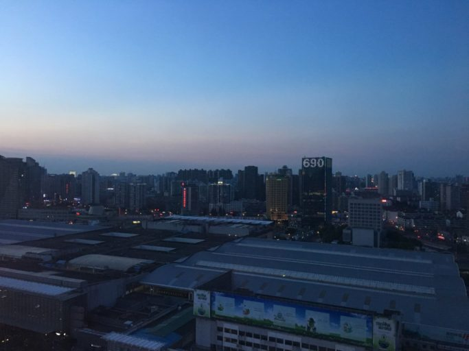 Uitzicht vanaf de 27ste verdieping als de avond valt