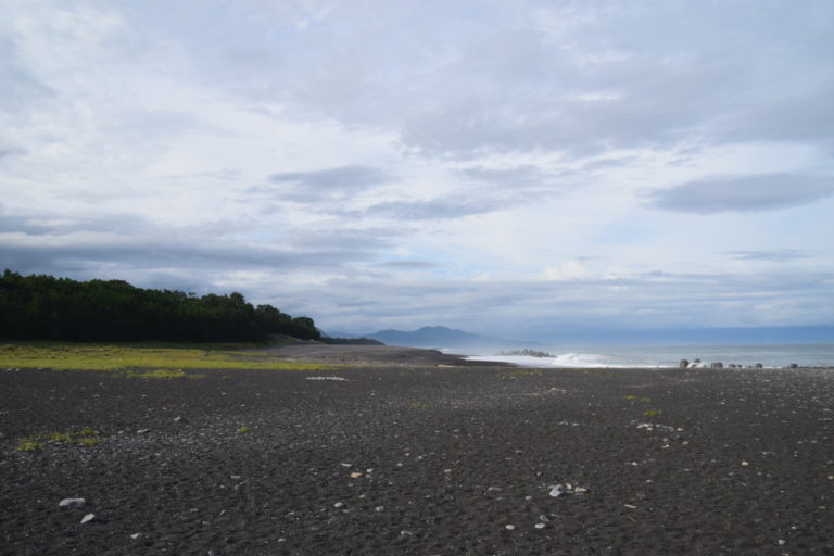Het zwarte strand van Miho no Matsubara