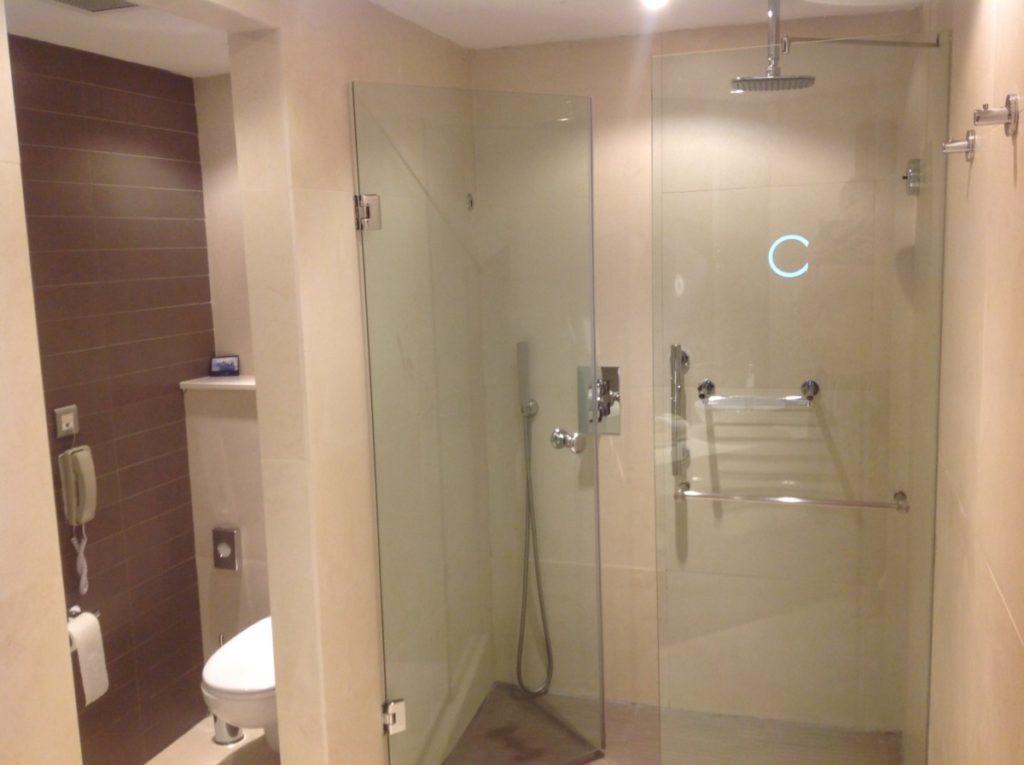 hilton, malta, badkamer