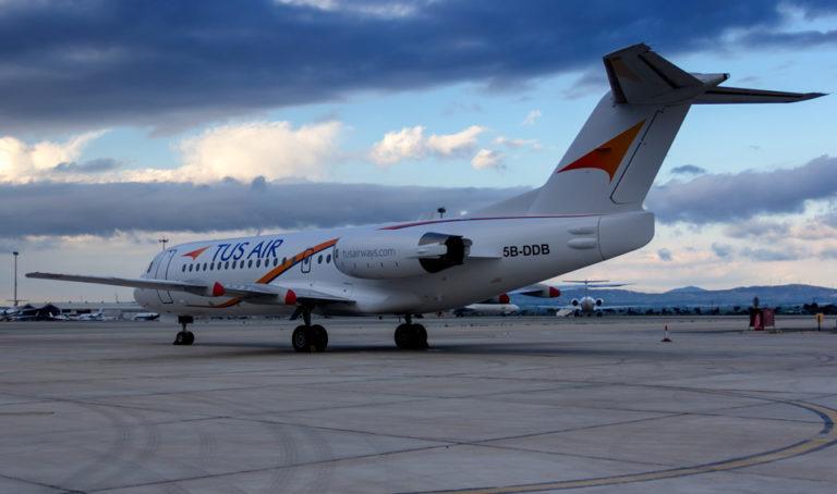 Tus Air Fokker 70 5B-DDB, voormalig KLM-toestel met registratie PH-KZM