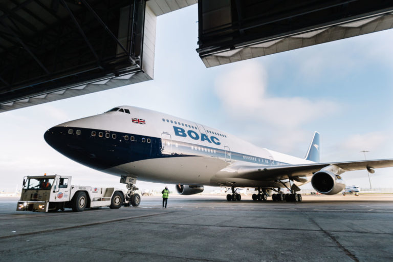 Eerste British Airways toestel in BOAC-livery geland