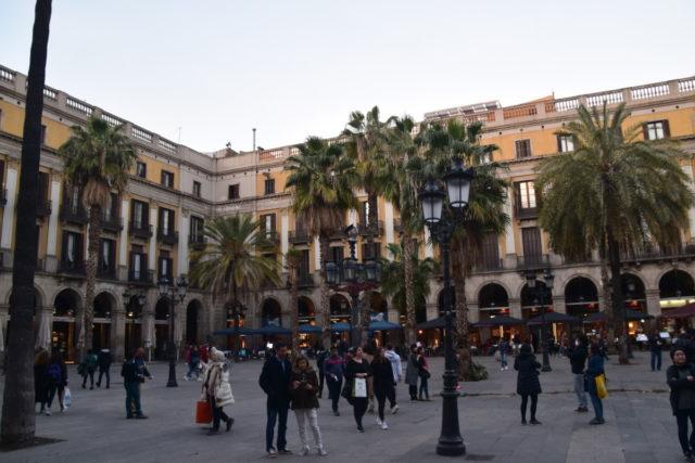 Plaça Reial kent genoeg restaurants