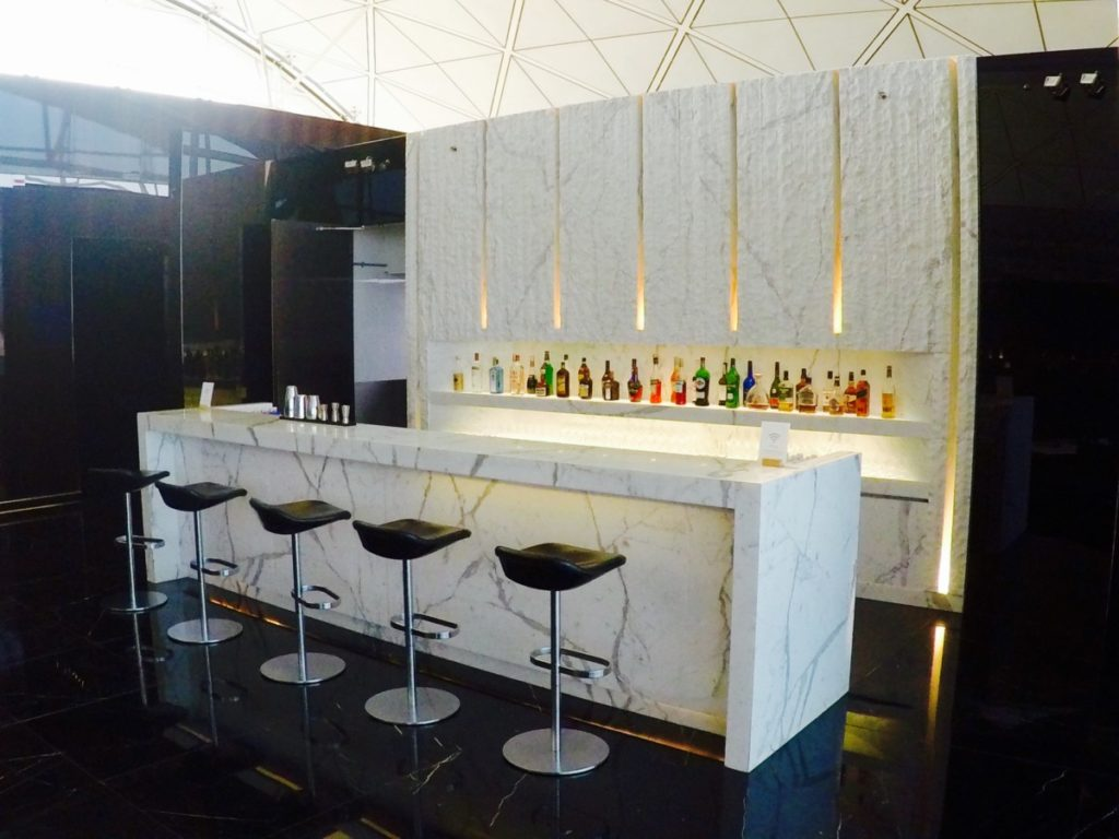 bar, the wing, first class, lounge, Hong Kong