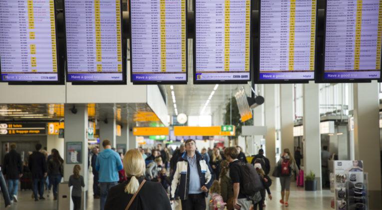 KLM verwacht grote drukte Schiphol in vakantieperiode mei