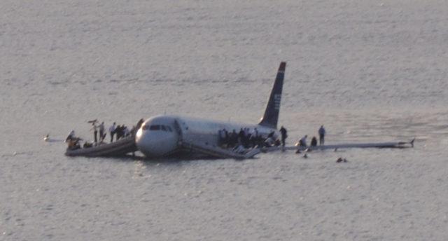 Het Airbus toestel landde uiteindelijk veilig in de Hudson River (Bron: WikiMedia Commons / Flickr / Greg Lam Pak Ng)