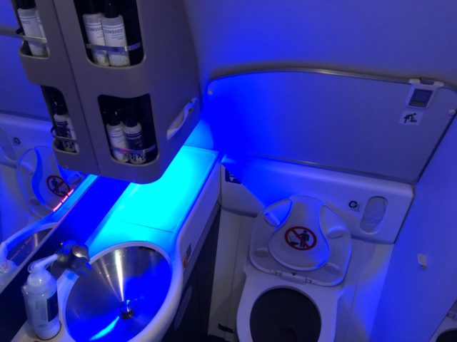 polaris, business class, toilet