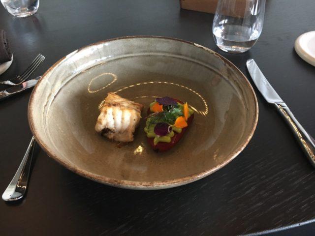 Restaurant Blue biedt hoogstaande gerechten i.s.m. de keuken van het Amsterdamse Rijksmuseum. Je kunt ook betalen met Flying Blue miles